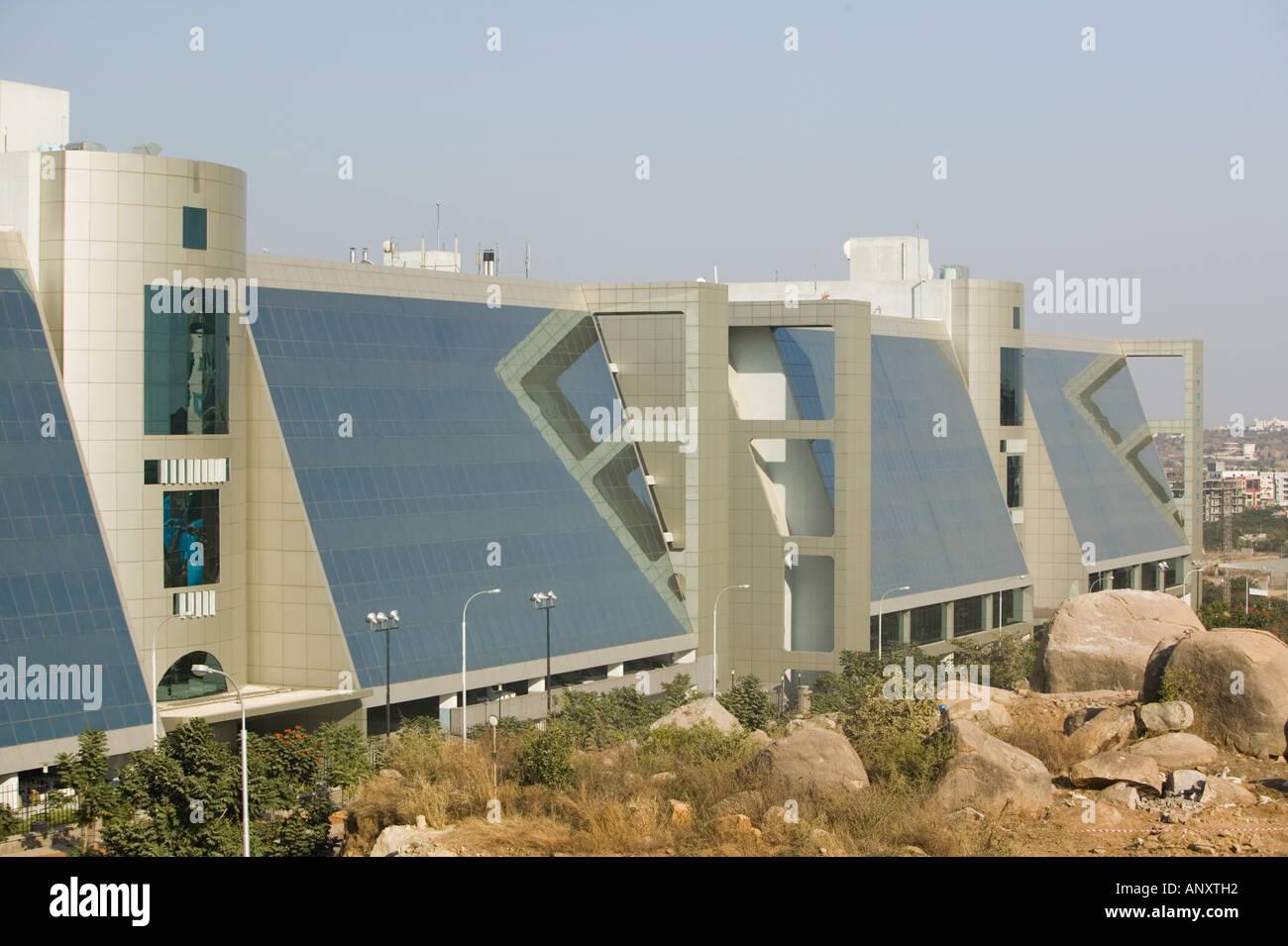 INDIA Andhra Pradesh, Hyderabad: Hitec City, centro importante di Indian Software Call Center industria. Cyber edificio del gateway Immagini Stock