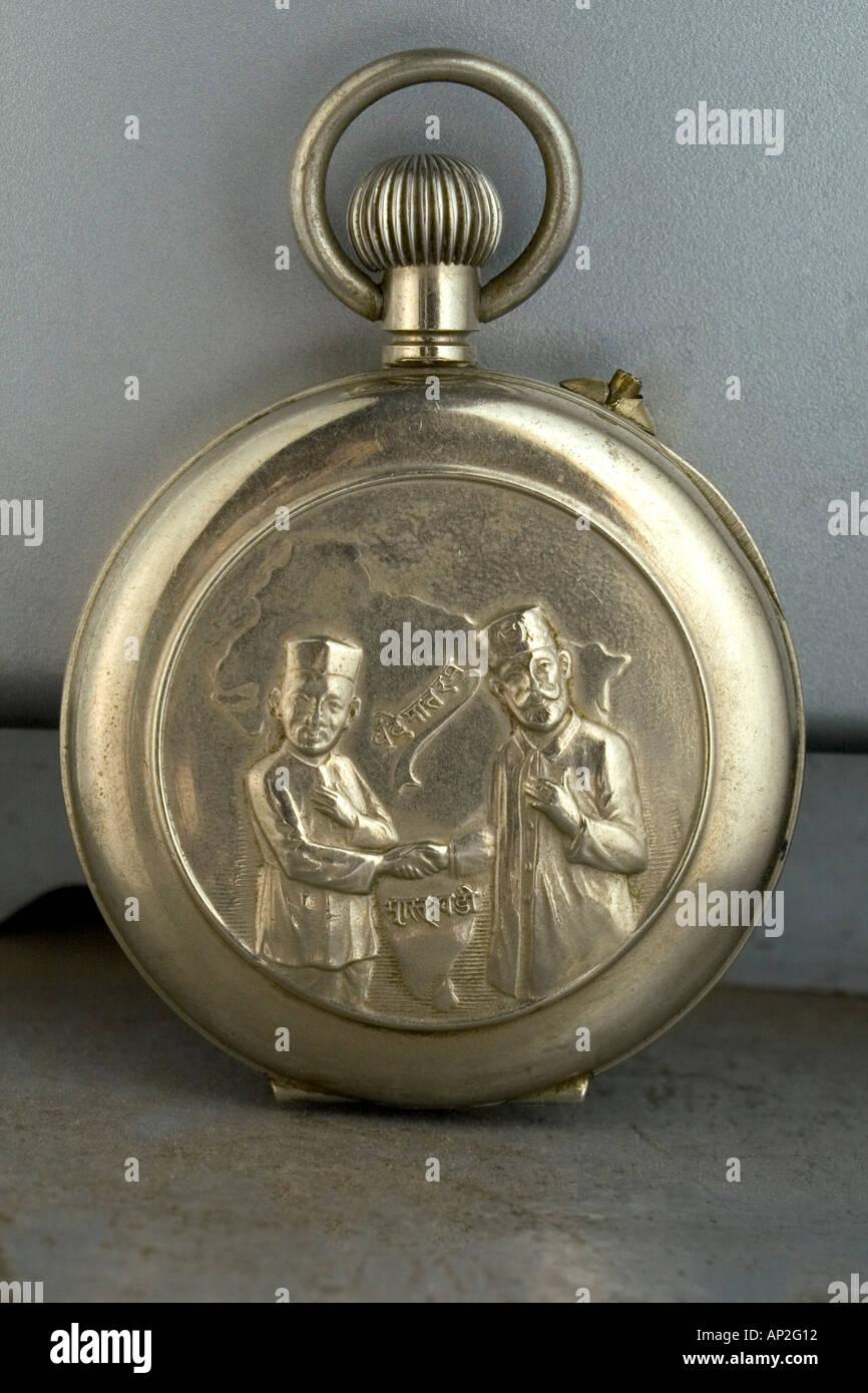 AAD72262 Offerte del Congresso Nazionale Indiano leader pocket watch denominato Bharat Ghadi Immagini Stock