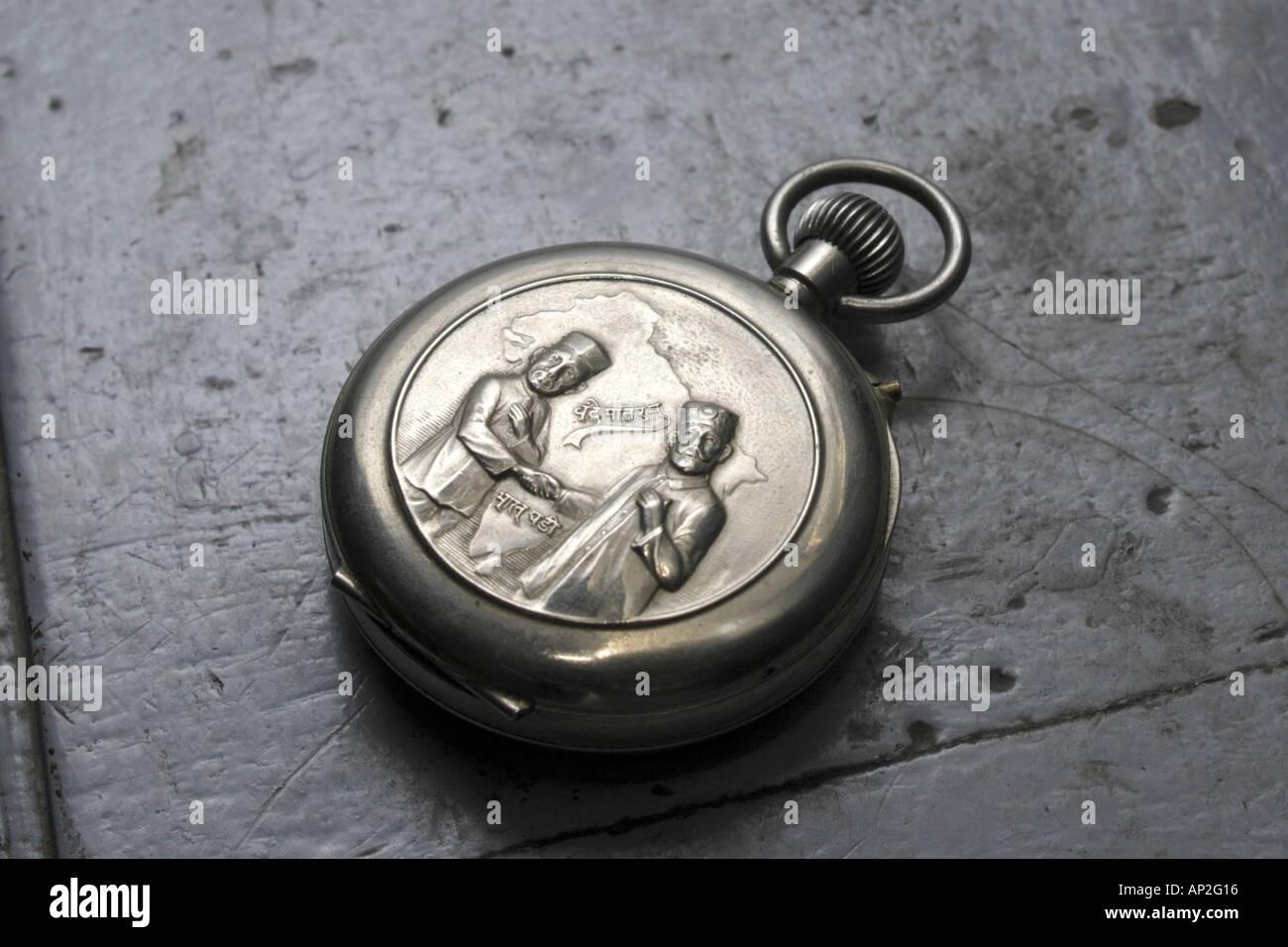 AAD72263 Offerte del Congresso Nazionale Indiano leader pocket watch denominato Bharat Ghadi Immagini Stock