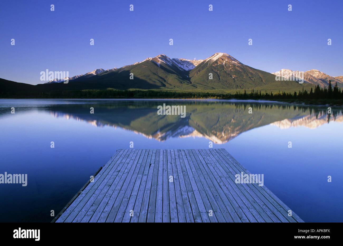 Vermiglio Laghi e il Sundance compreso il Parco Nazionale di Banff Alberta Canada Immagini Stock