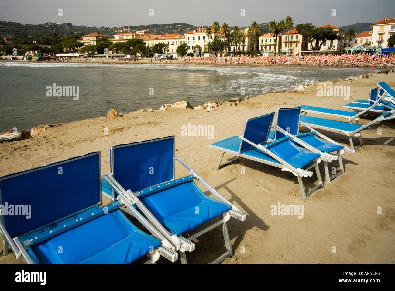 Spiaggia vuota vasca da bagno diano marina liguria italia foto
