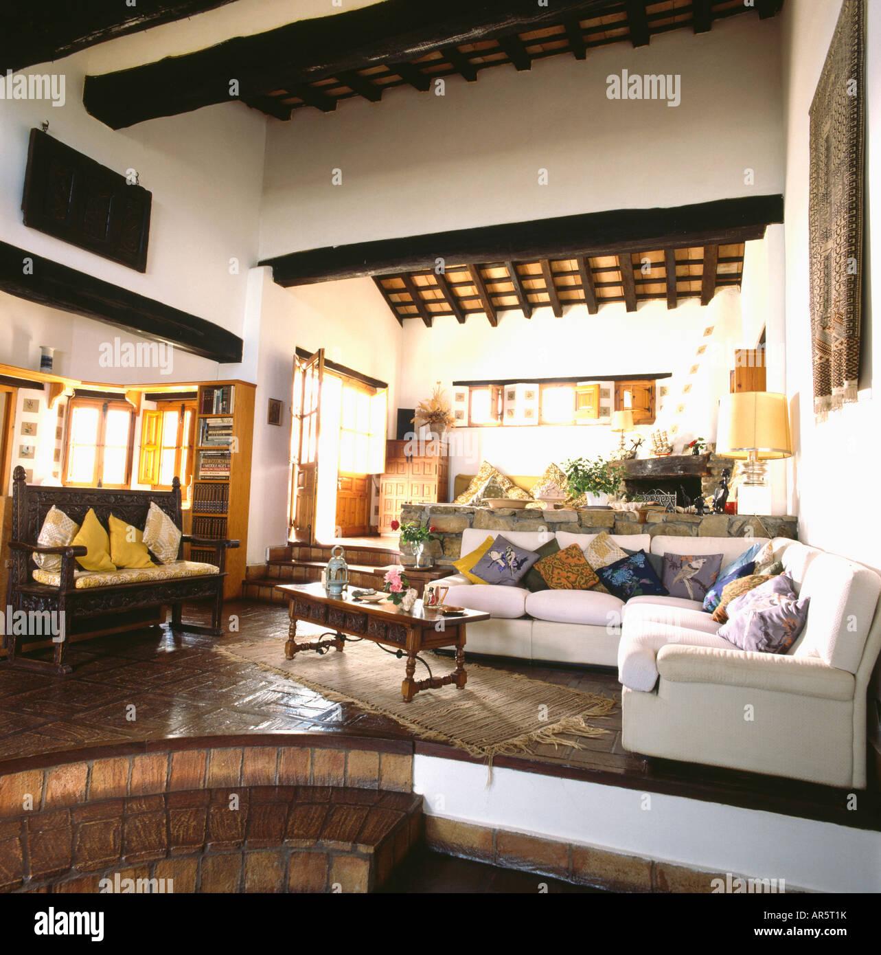 Stabilirsi in legno bianco e divano a L in settanta spagnolo ...