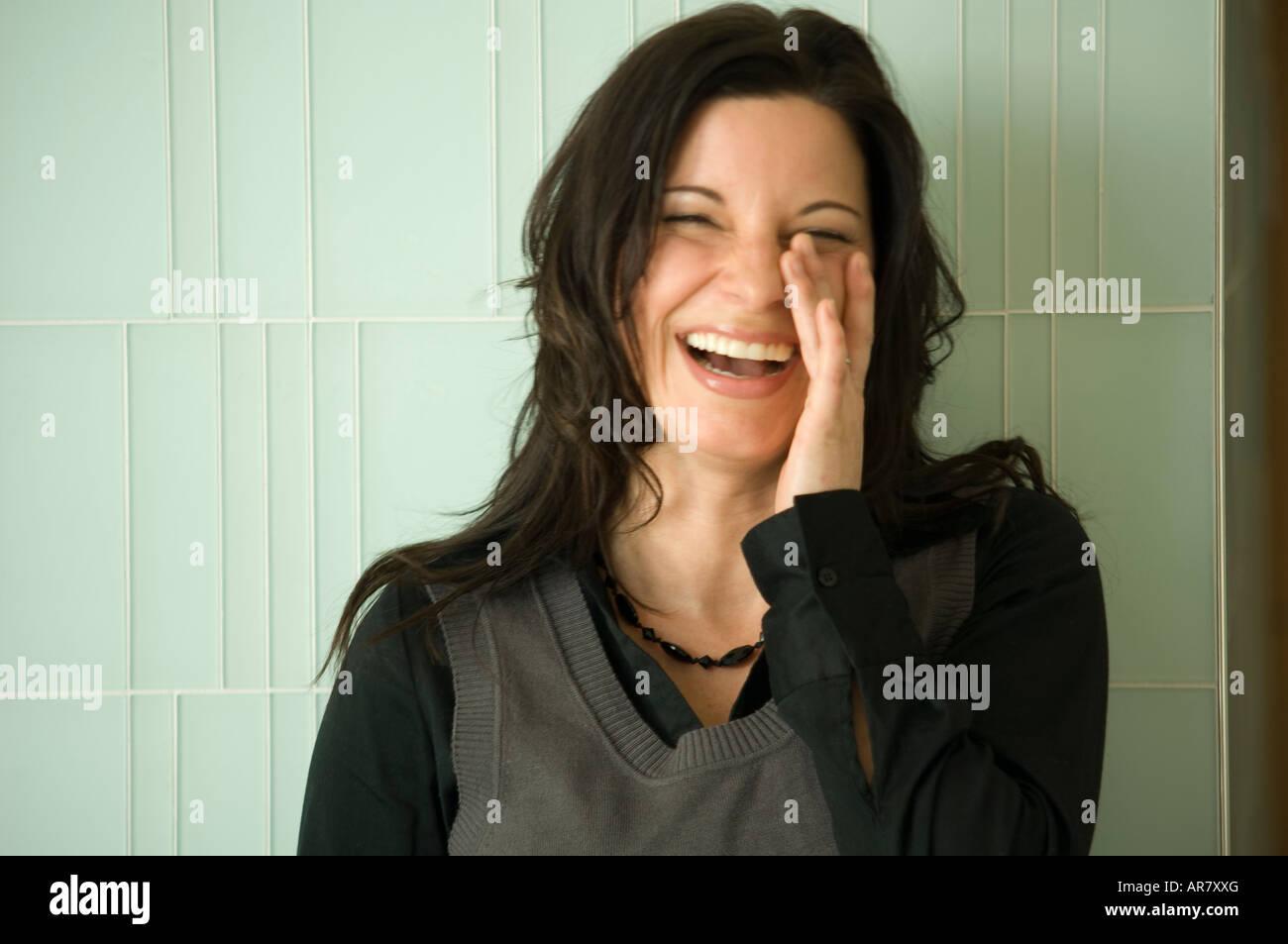 Urbano giovane imprenditrice a ridere. Immagini Stock