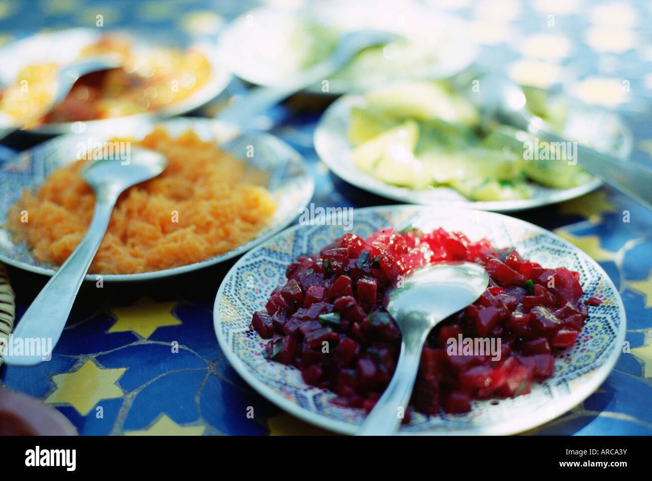 Piastre di insalata marocchina, tradizionale primo corso in ristoranti, Marrakesh (Marrakech), Marocco, Africa Settentrionale, Immagini Stock
