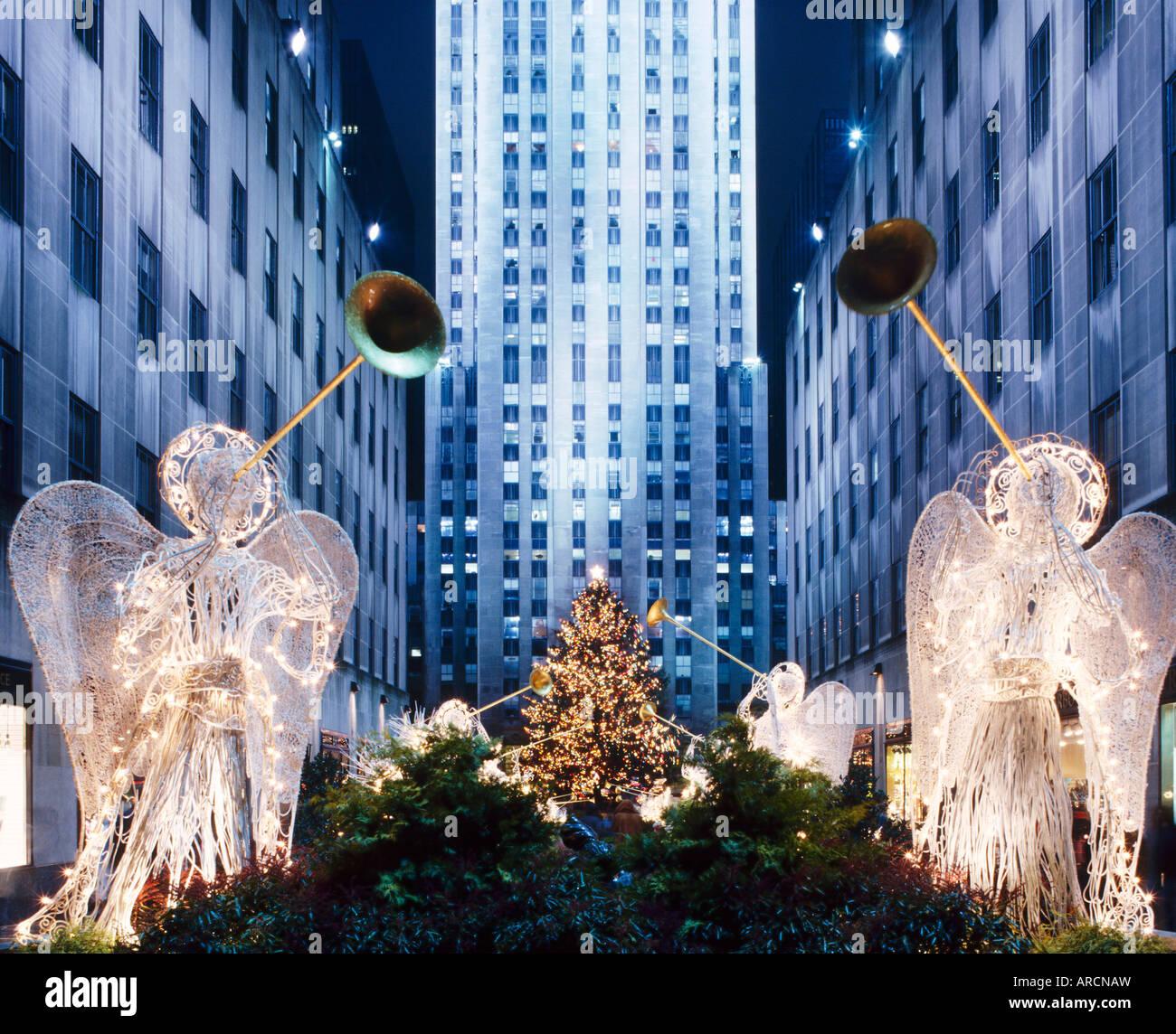 Angeli al Rockfeller Center, decorato per il Natale, New York City, Stati Uniti d'America Immagini Stock