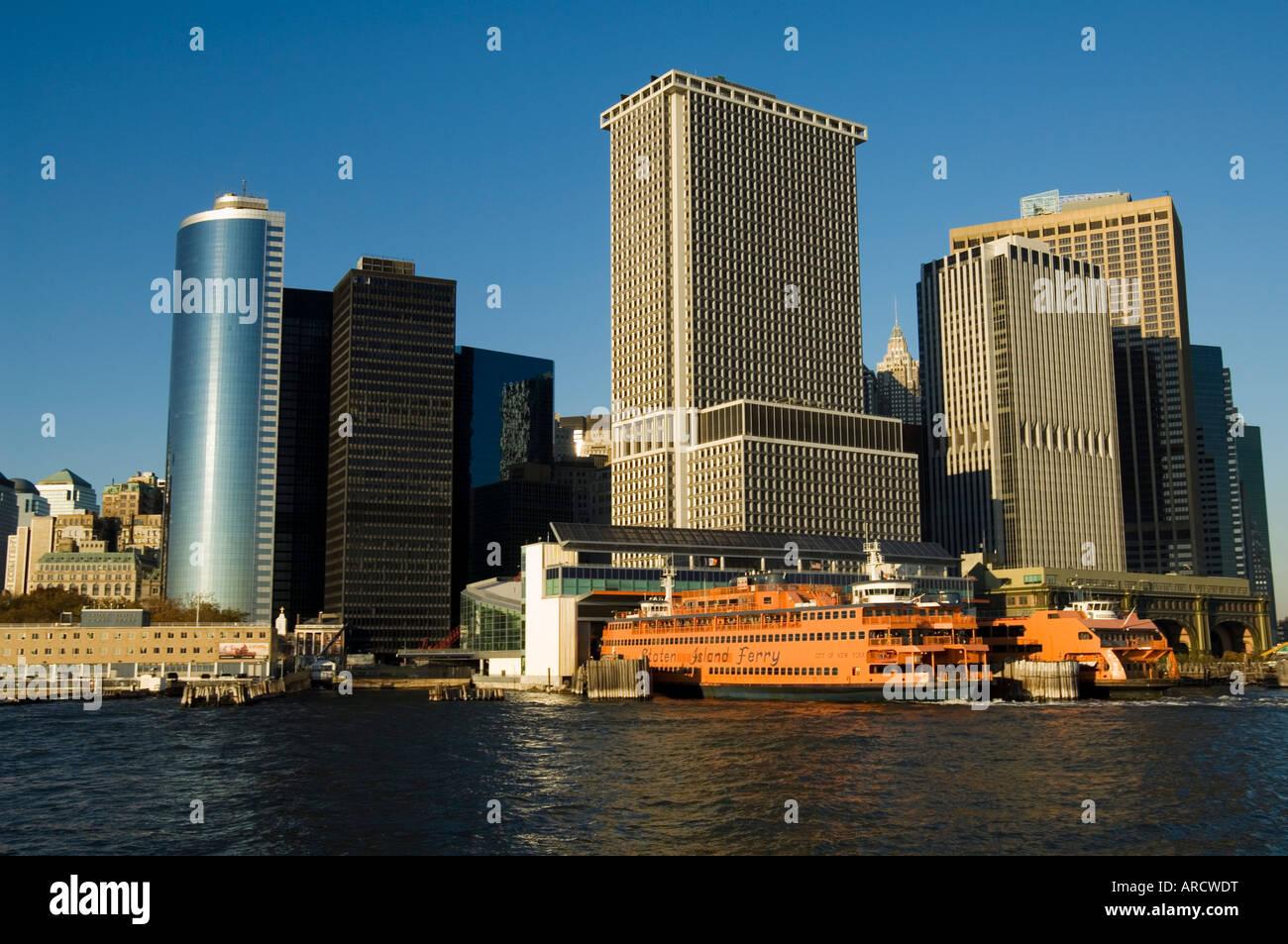 La Staten Island Ferry, il quartiere degli affari, la parte inferiore di Manhattan, New York New York, Stati Uniti Immagini Stock