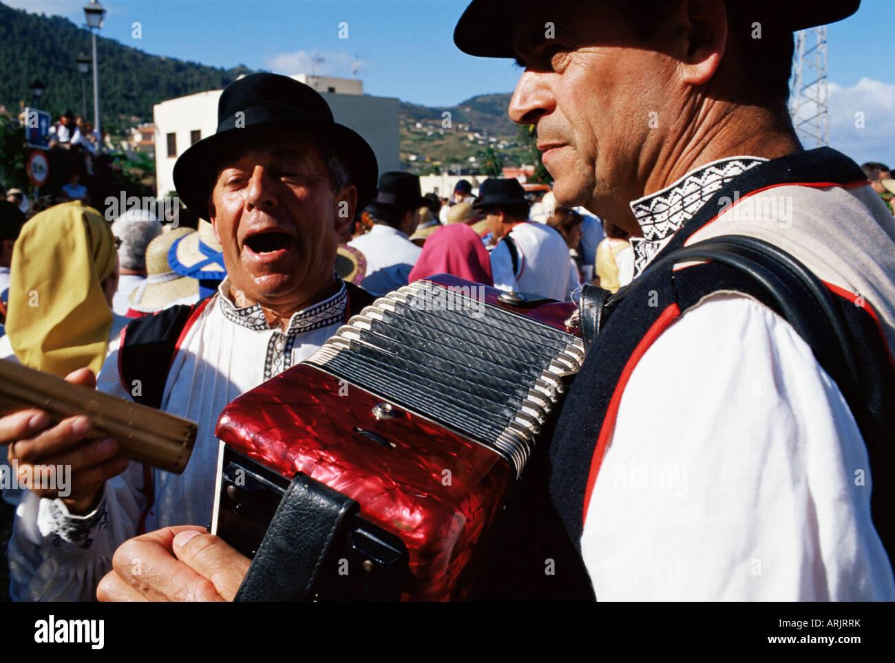 Persone che cantano durante una Fiesta, Santa Cruz de la Palma la Palma Isole Canarie Spagna Immagini Stock
