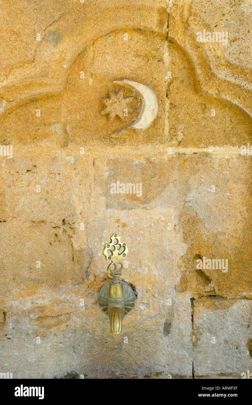 La parte settentrionale di Cipro, Lefkosa, arabo moschea Ahmet. Tocca fuori la moschea utilizzato per il lavaggio rituale del wudu. Immagini Stock