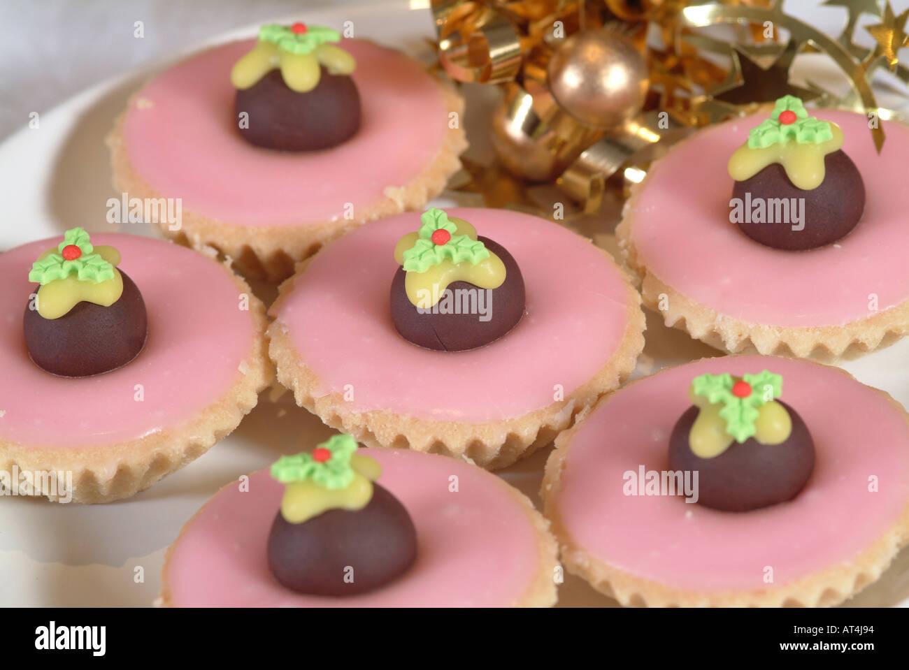 Torte Decorate Per Natale torta decorata con cioccolato pudding natalizio e rosa