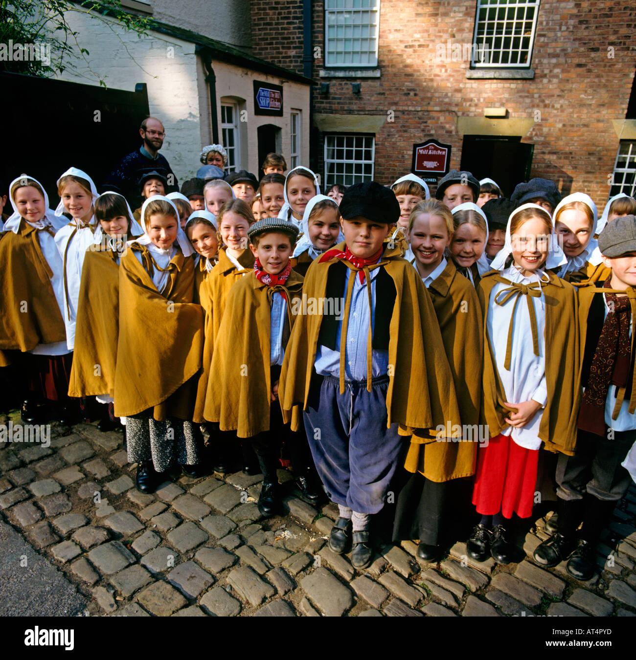 Regno Unito Cheshire istruzione Quarry Bank Mill Styal scuola bambini in C xix secolo costume apprendista Immagini Stock