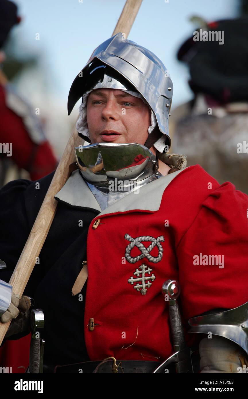 Il cavaliere di marching da una guerra dei Roses rievocazione Immagini Stock