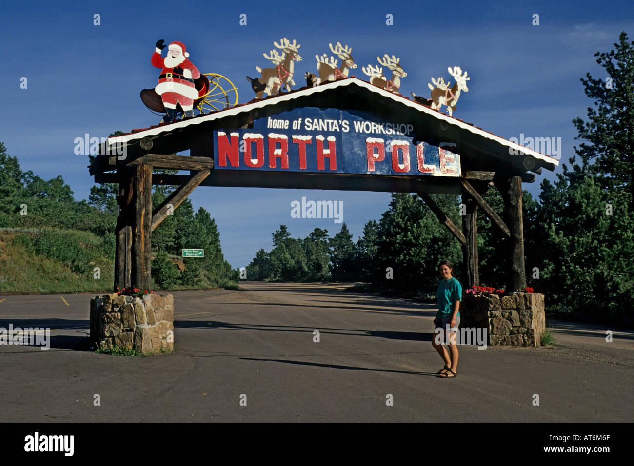 Casa Di Babbo Natale Al Polo Nord.Turista Femminile Al Polo Nord Ingresso Sign Casa Di Babbo