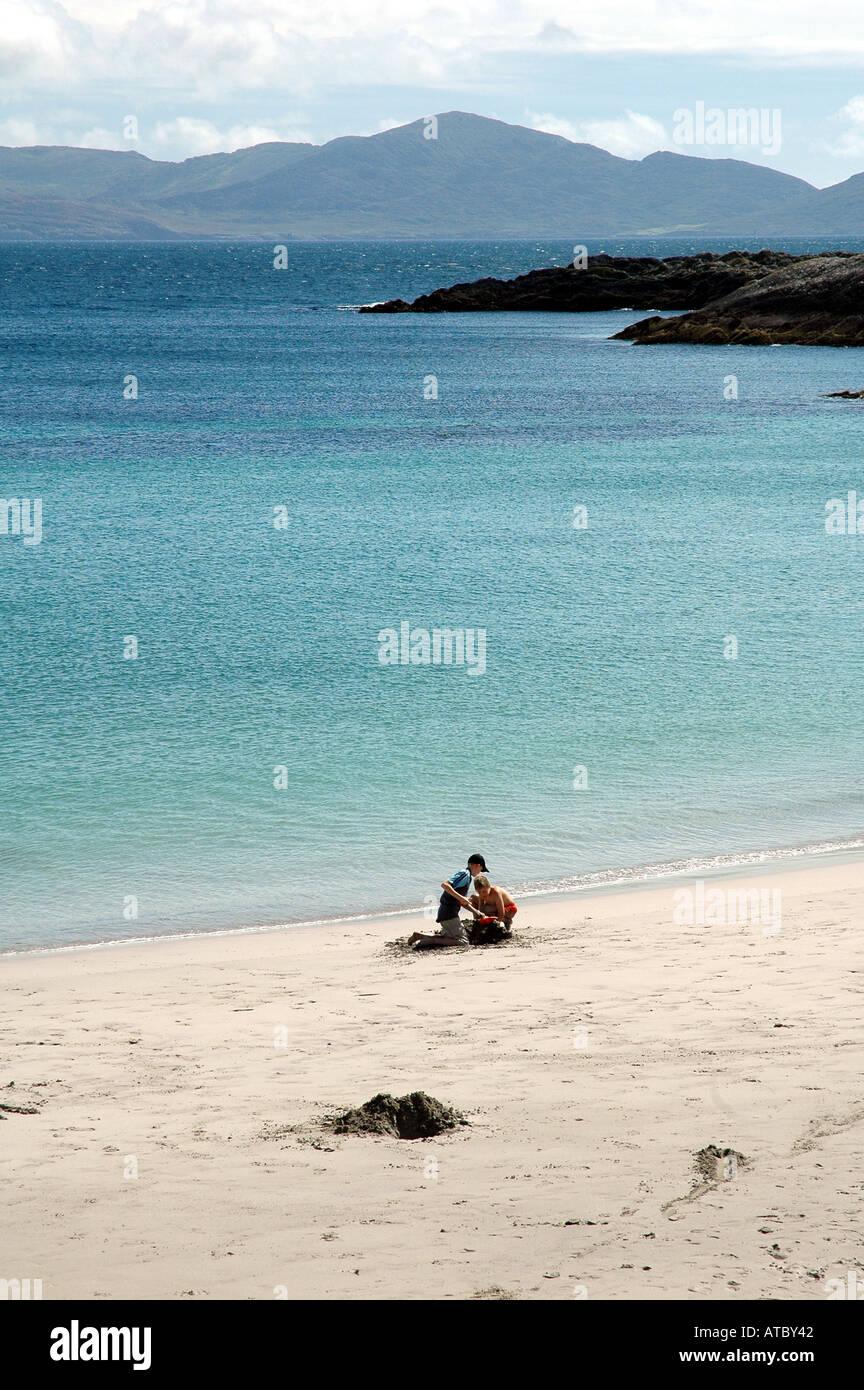 Un quasi vuoto e soleggiata con beachscape distanti in montagna Co Cork Immagini Stock