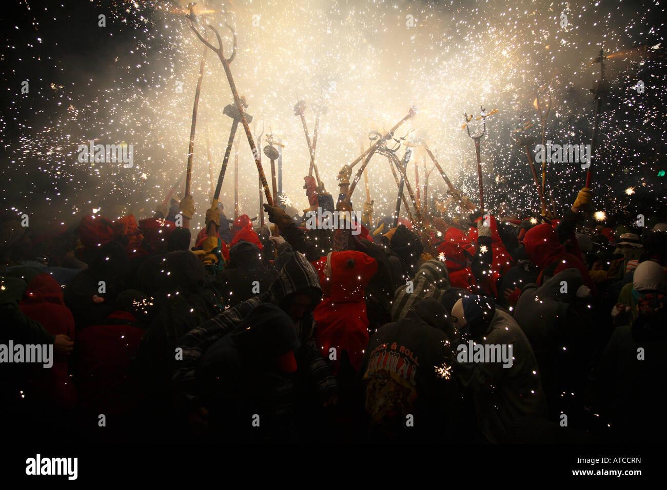 Correfoc (fire run) durante la merce festival, Barcellona Spagna Immagini Stock