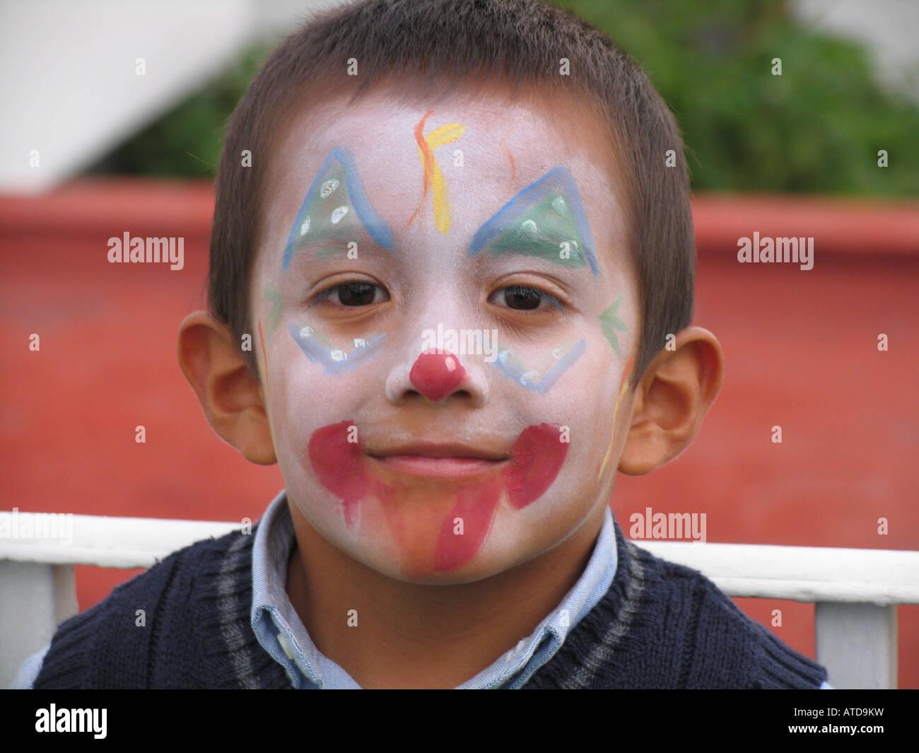 Patricio (Patrick) Happy Boy ritratto sorridente travestito come un clown Immagini Stock