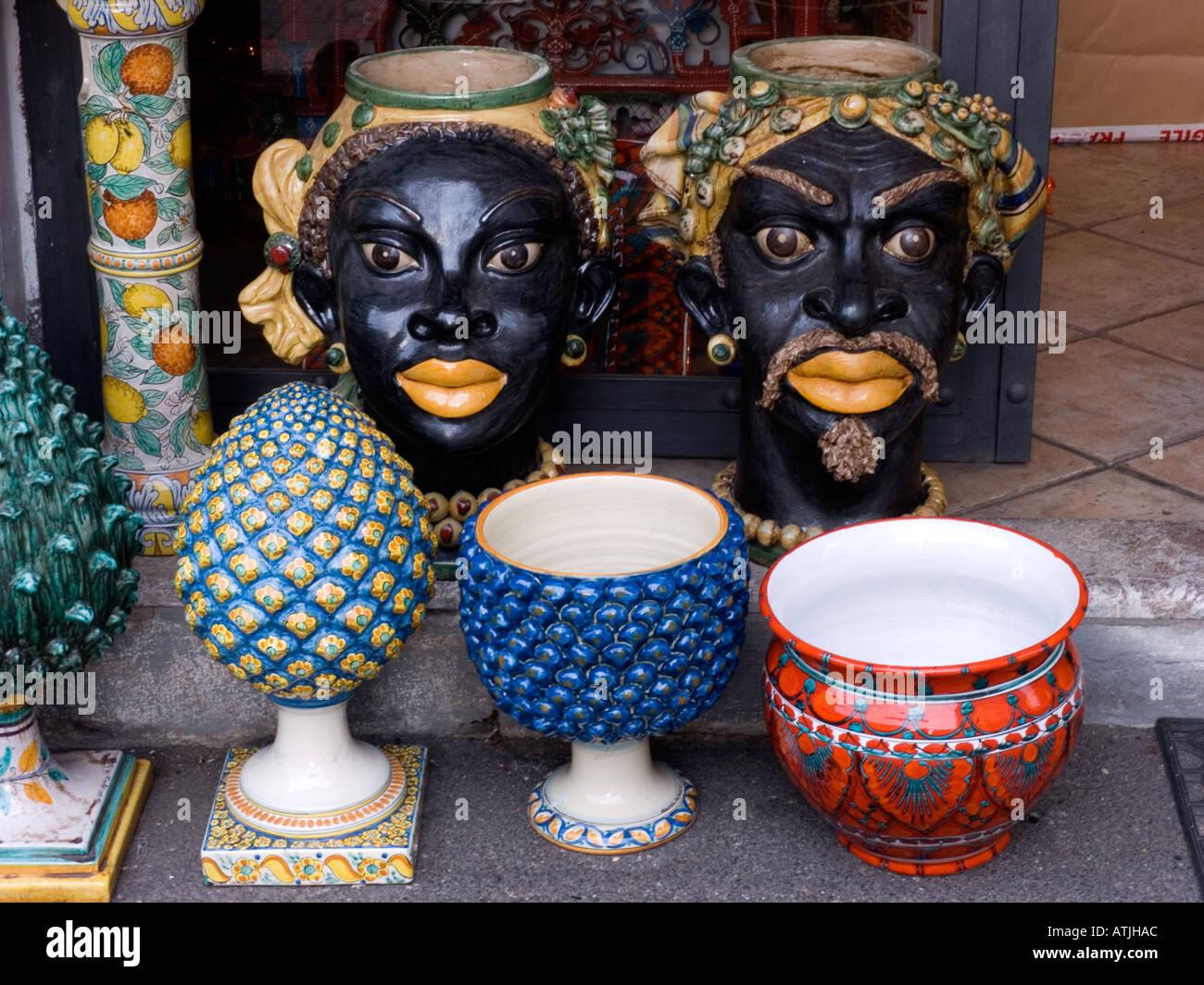 In sicilia la tradizionale forma di vaso di fiori è in forma di una