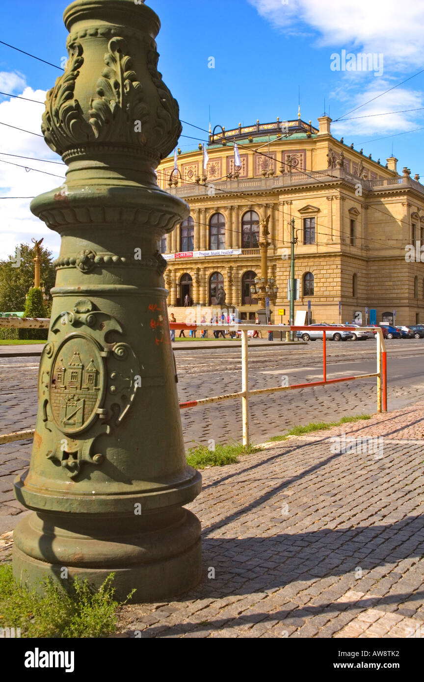 Rudolfinum la casa degli artisti progettato da Josef Zitek e Josef Schulz in Josefov il quartiere ebraico di Praga UE Foto Stock