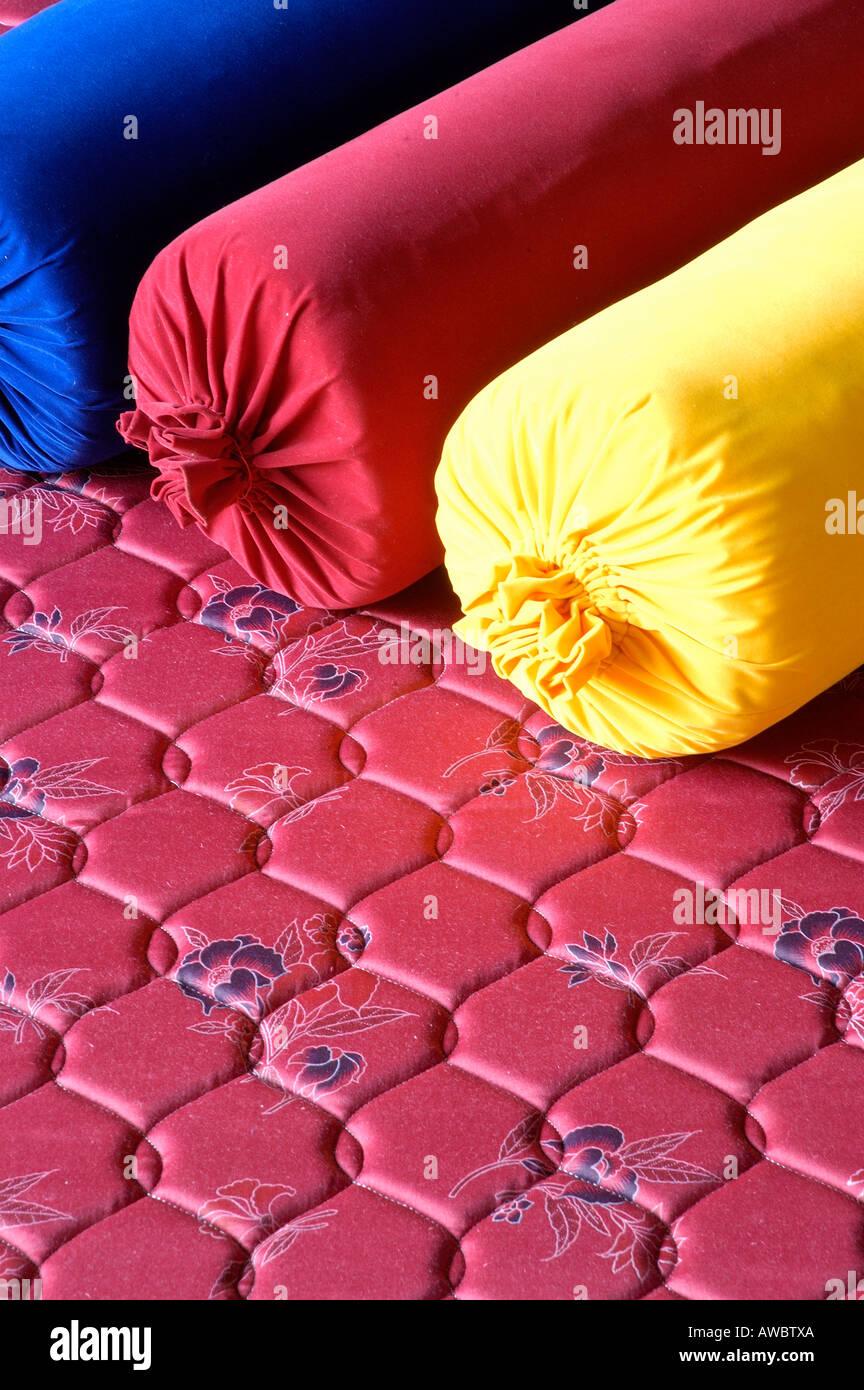 Filati di cocco materassi e cuscini sul display in fabbrica nel distretto di Alappuzha Immagini Stock