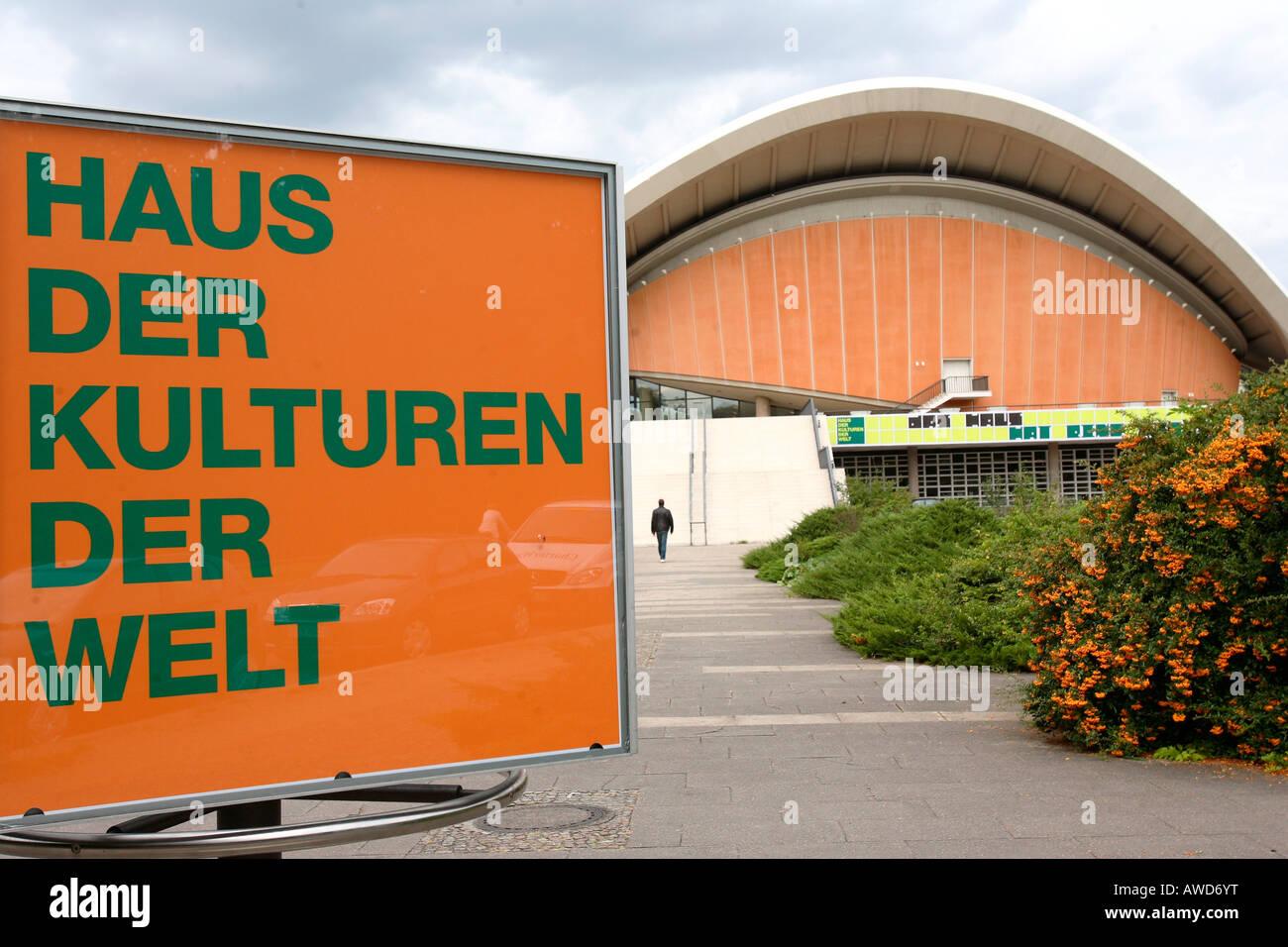 """La Casa delle Culture del Mondo (HdKW) all'interno del Congresso di Berlino Hall (Schwangere Auster"""") di Immagini Stock"""