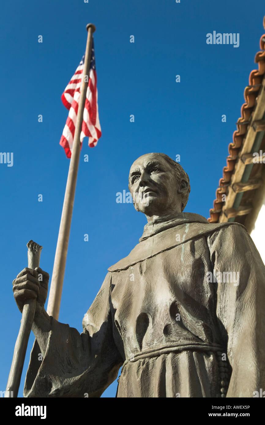 CALIFORNIA Santa Barbara Mission Santa Barbara stabilito dal Padre Junipero Serra 1786 statua del Fondatore della Immagini Stock