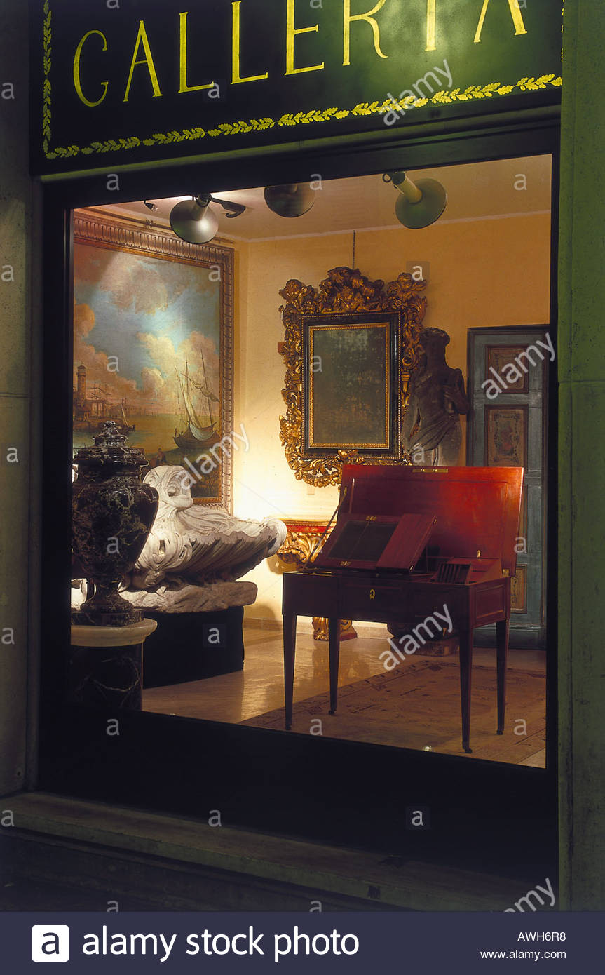 Roma, Galleria Veneziani, Via Margutta 45, vista attraverso la ...