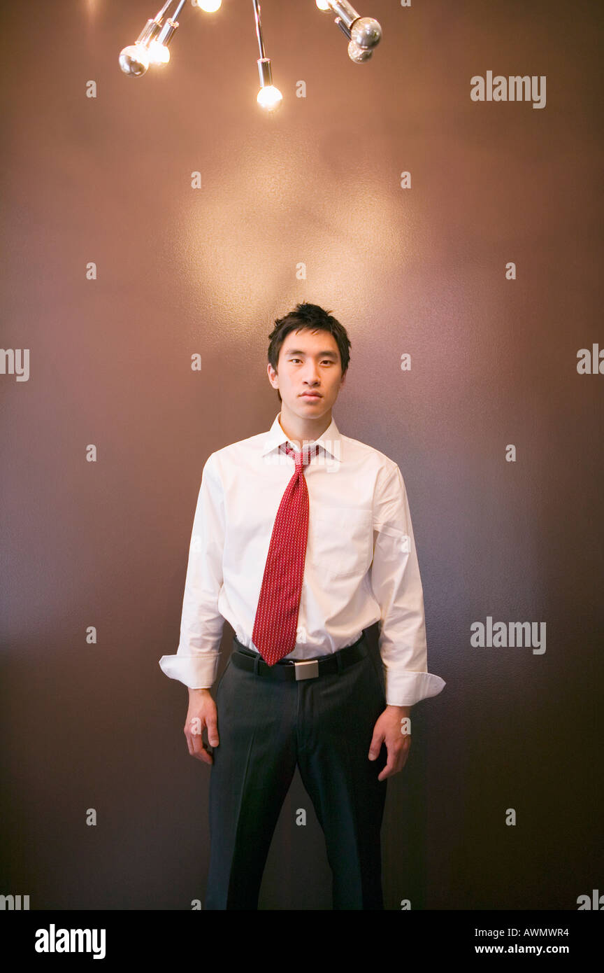Imprenditore asiatici sotto illuminazione Immagini Stock