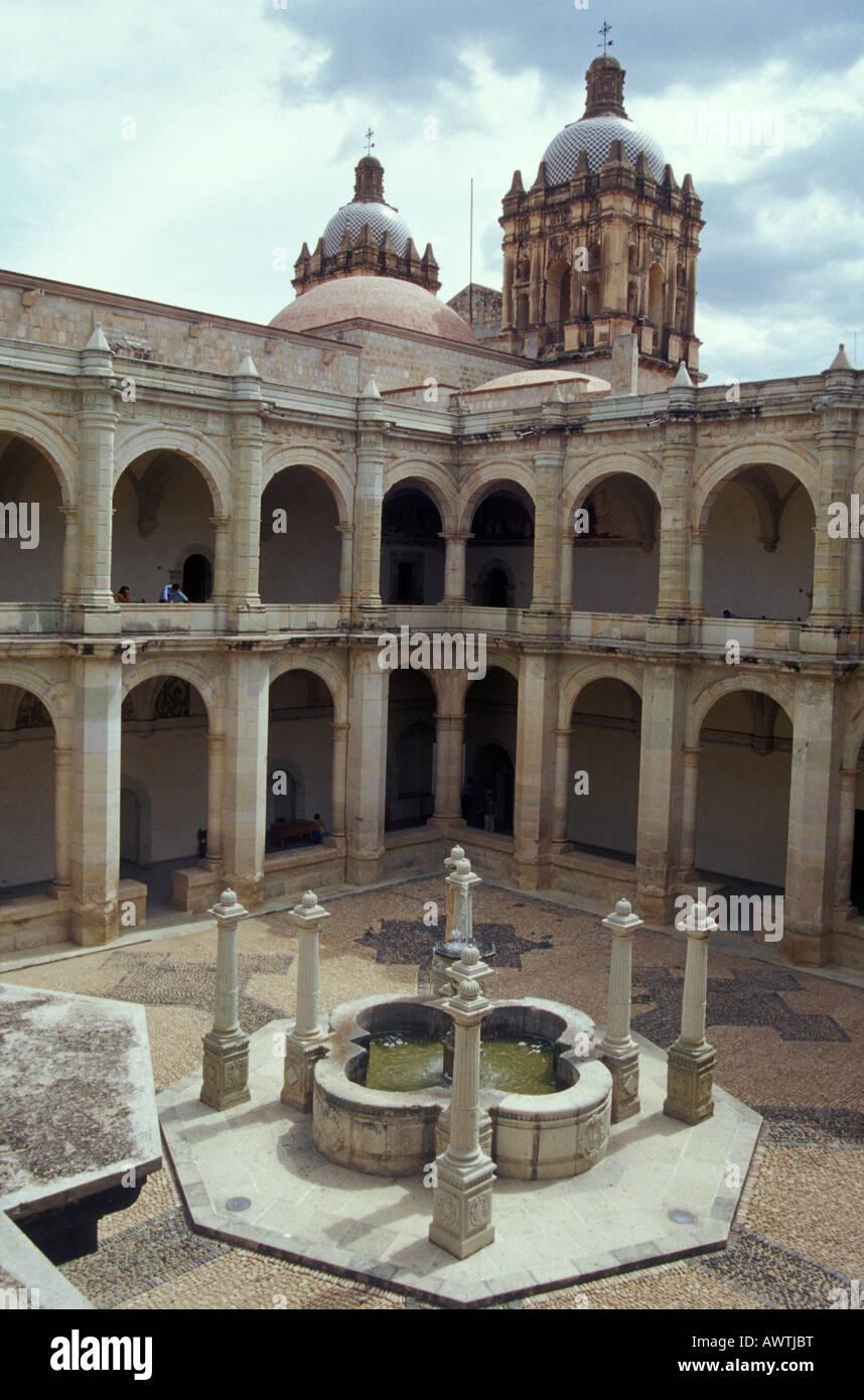 Cortile interno del Santo Domingo Convento, Oaxaca, Messico Immagini Stock