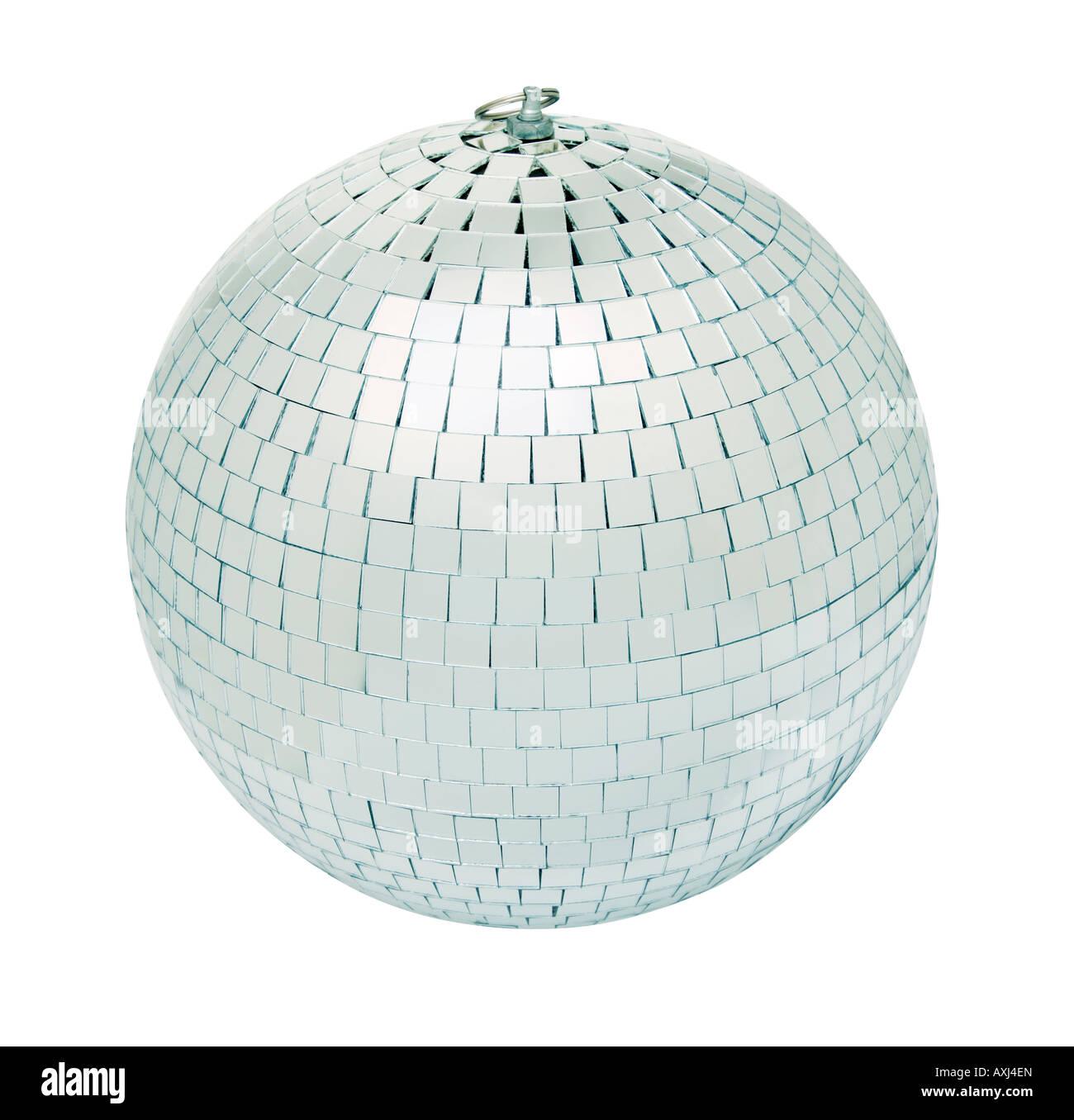 Vera e propria discoteca mirrorball isolati su sfondo bianco shot in studio con anche l'illuminazione Immagini Stock