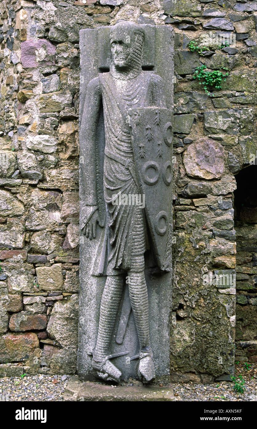 Grandi 13 C della pietra che intaglia di cavaliere noto come Cantwell cavaliere o Cantwell effigie nella Chiesa Kilfane, nella Contea di Kilkenny, Irlanda. Immagini Stock