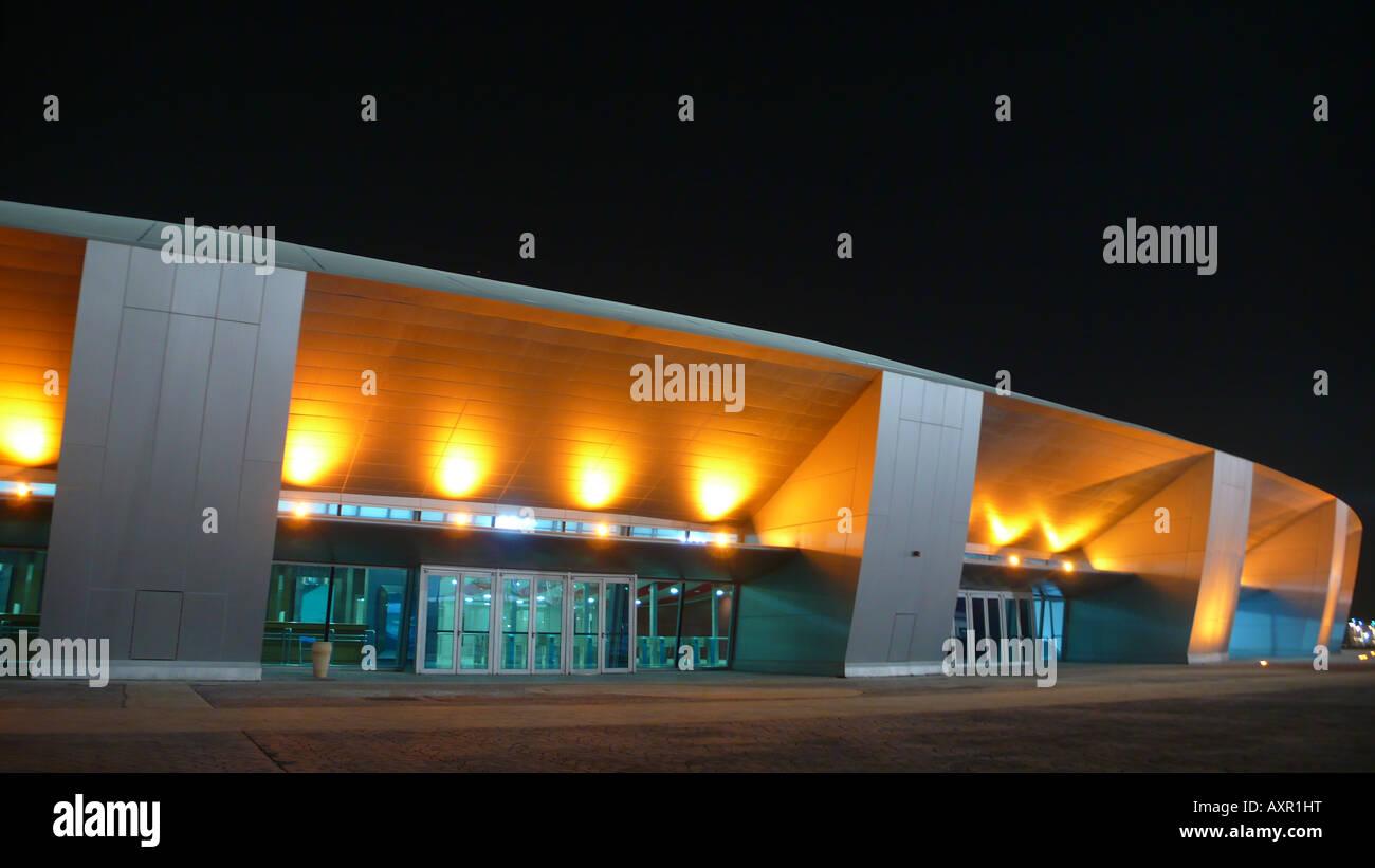 Aspirano a cupola di sport, Doha, Qatar, di notte Immagini Stock