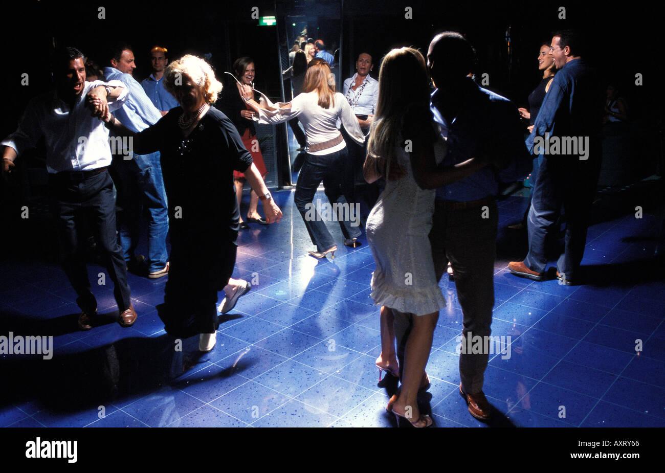 Passeggeri Ballare in discoteca della nave da crociera MSC Lirica Immagini Stock