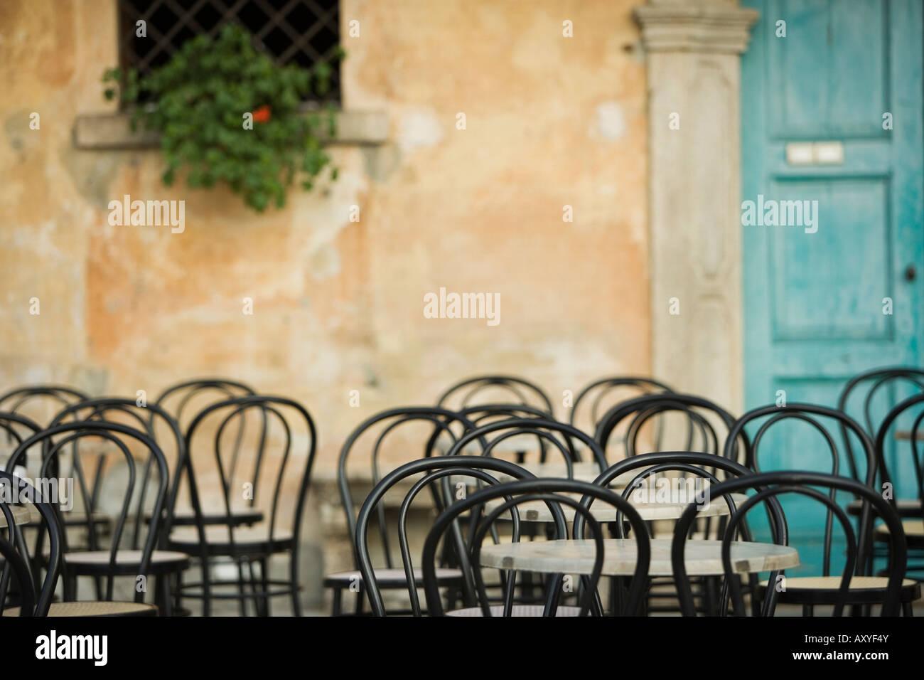 Tabelle vuote al cafe, Lago Maggiore, Italia, Europa Immagini Stock