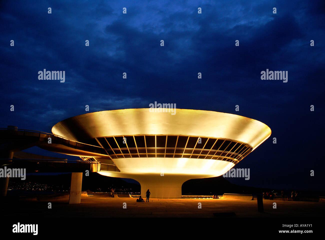 Museo di Arte Contemporanea (Museu de Arte Contemporanea, MAC) dall'architetto Oscar Niemeyer, Niteroi, Brasile Immagini Stock