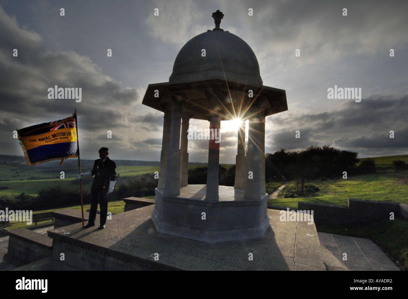 Ci ricorderemo di loro. Giorno del Ricordo cerimonia in Sussex England sul sito di cremazione della prima guerra mondiale indù e sikh soldati Immagini Stock