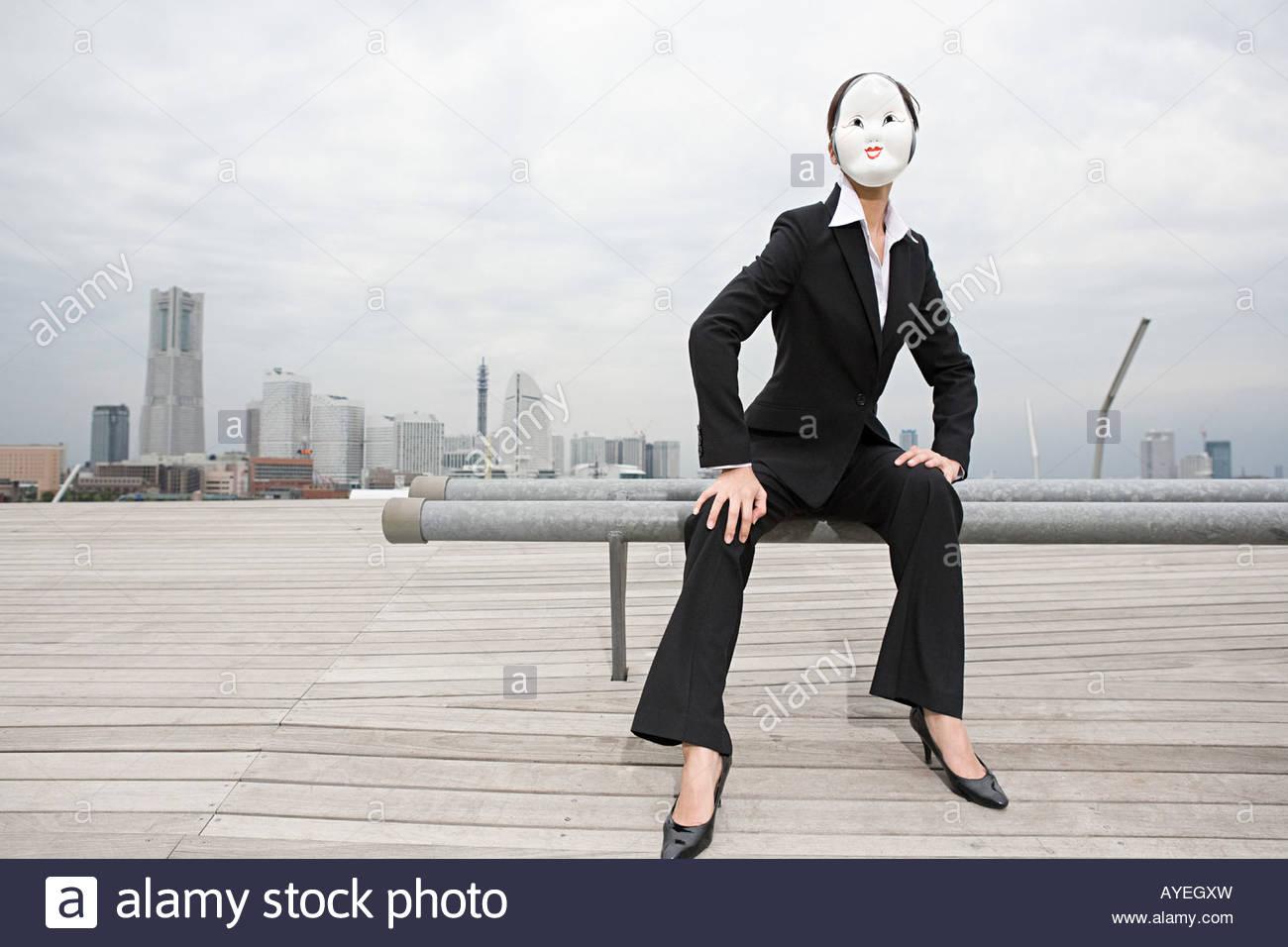 Imprenditrice di indossare una maschera Immagini Stock