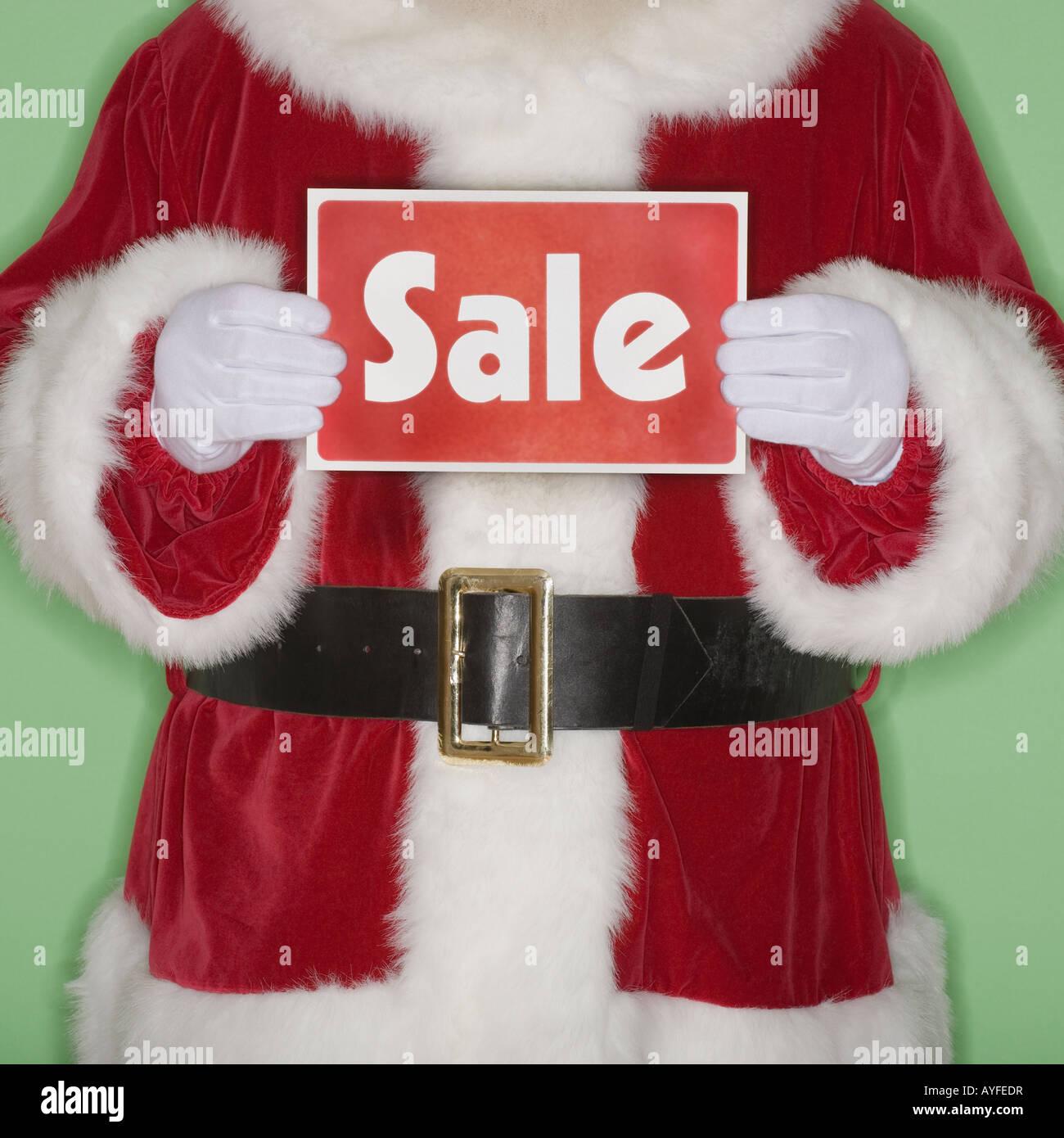 Santa Claus tenendo premuto segno di vendita Foto Stock