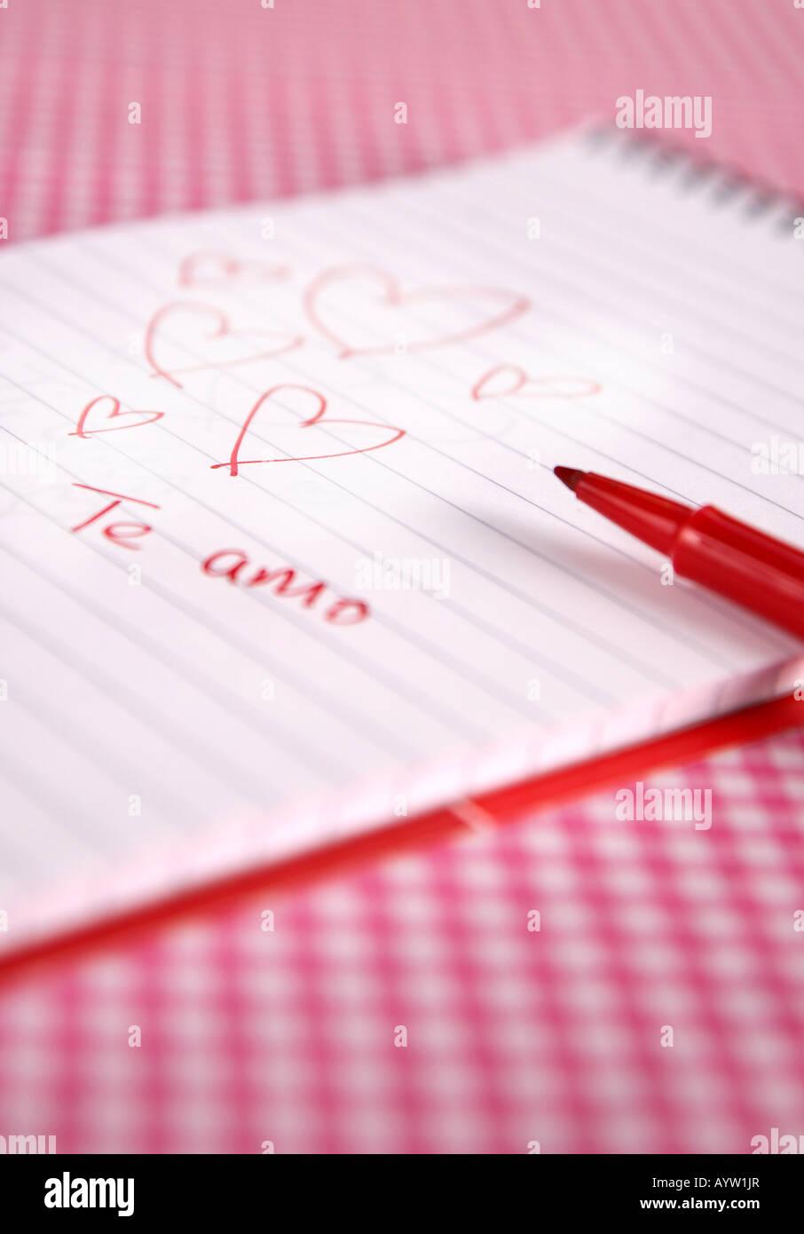 Te Amo cuori scribble su un tampone con penna Foto Stock