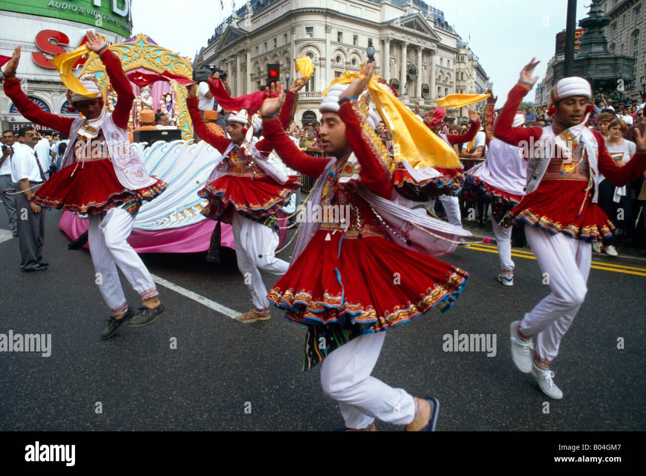 Sfilata indù Londra la gente ballare Immagini Stock
