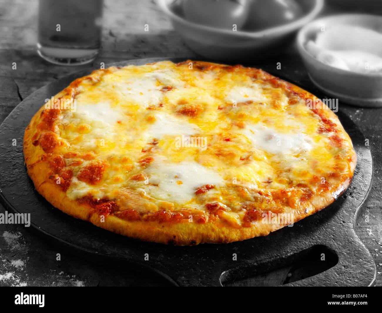Tre formaggi pizza margarita Immagini Stock