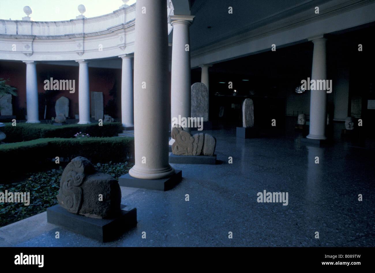 Sculture maya nel museo archeologico nazionale o il Museo Nacional de Archeologia y Etnologia di Città del Immagini Stock