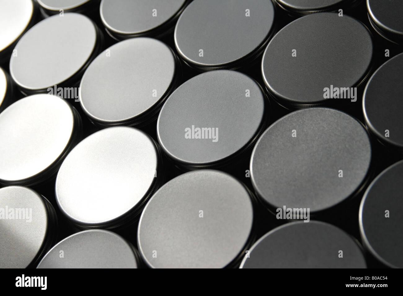 Jar coperchi disposti nel pattern, close-up, frame completo Immagini Stock