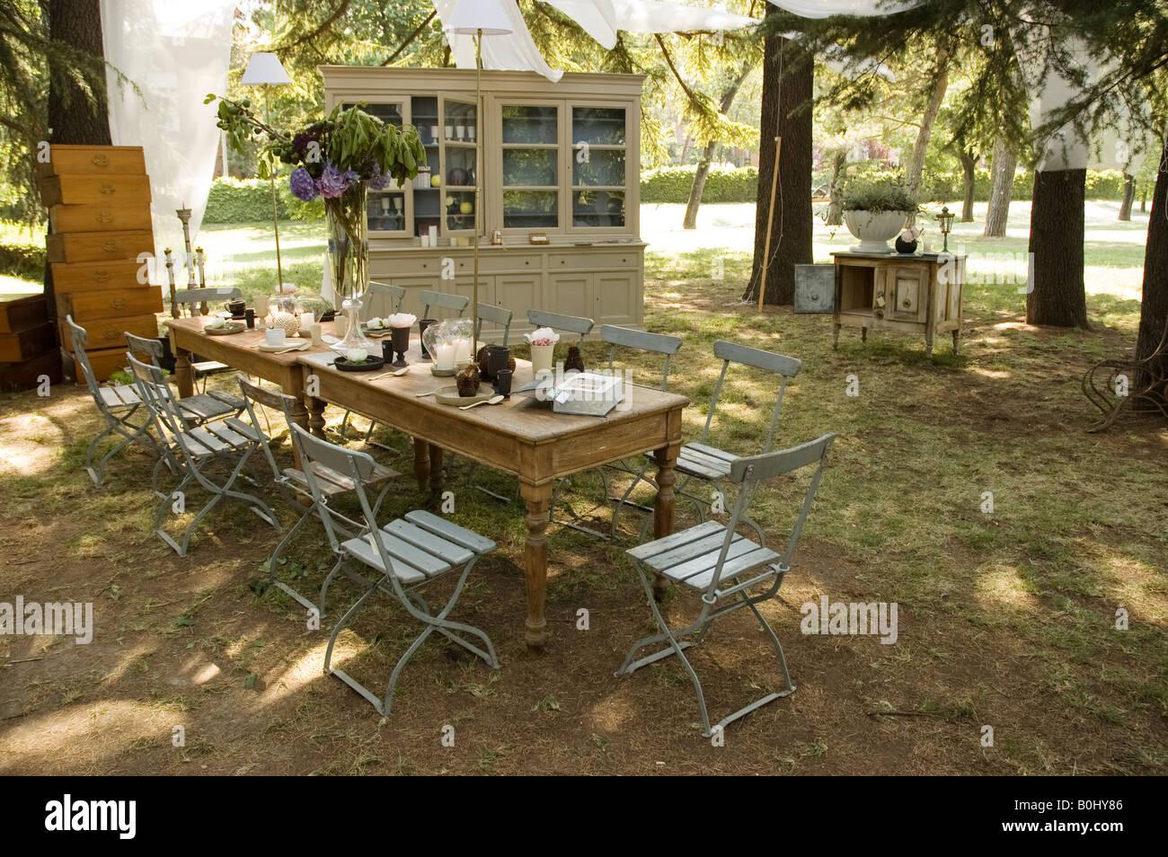 Credenza Da Giardino : Vecchio tavolo in legno e sedie rustiche credenza mobili da