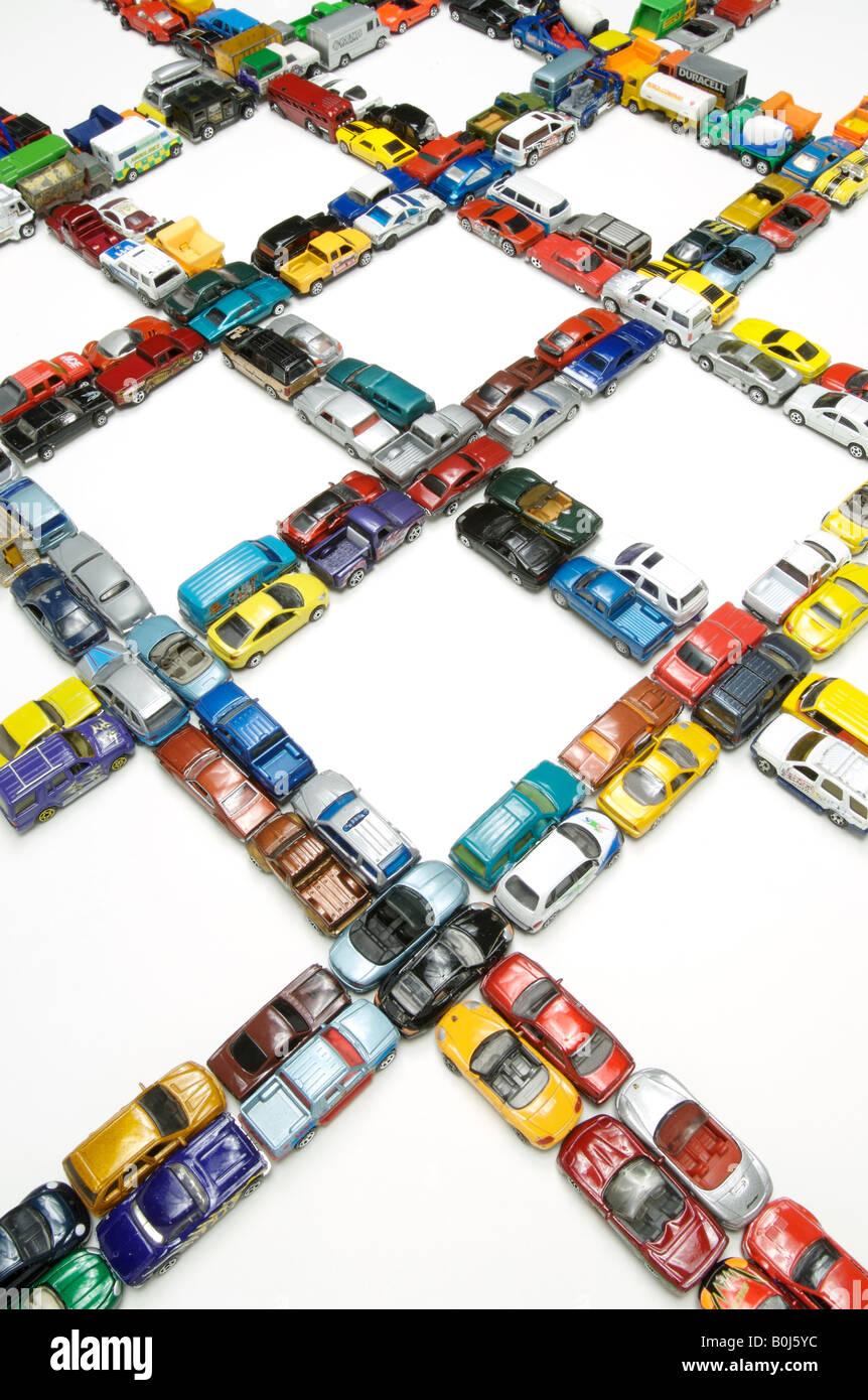 Più la congestione del traffico con le auto in miniatura Immagini Stock