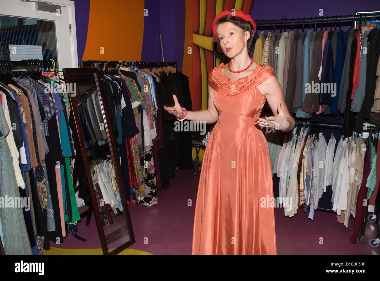 Donna Tentativo Homer Su Sykes Il Indossa Abbigliamento Che Vintage vnm80Nw