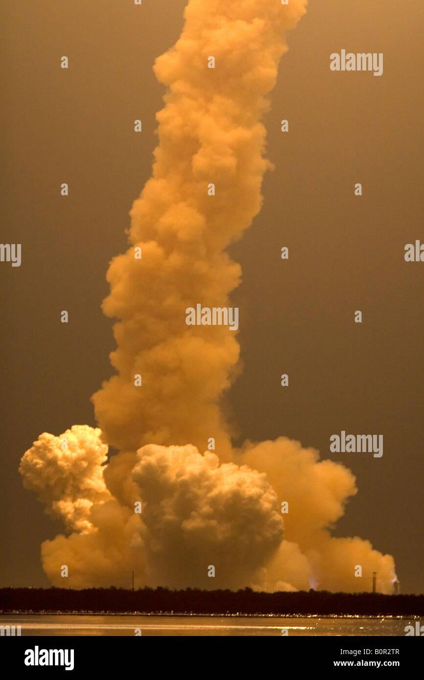 Il lancio della navetta spaziale Endeavour a John F Kennedy Space Center di Cape Canaveral Florida Immagini Stock