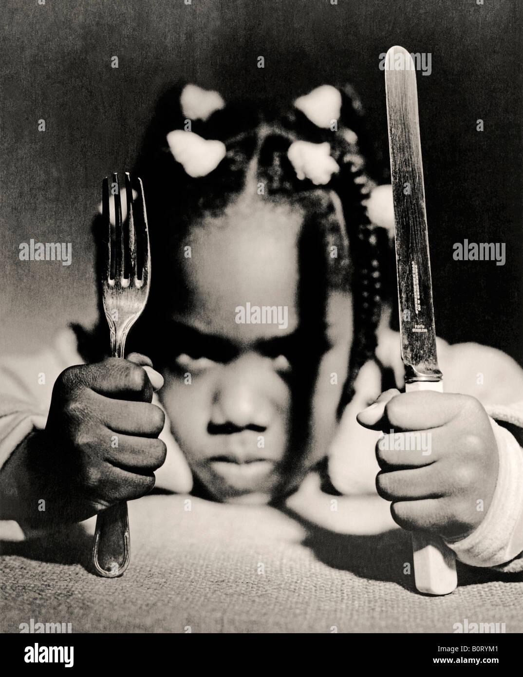 Afro-Caribbean bambino in attesa di cibo Immagini Stock