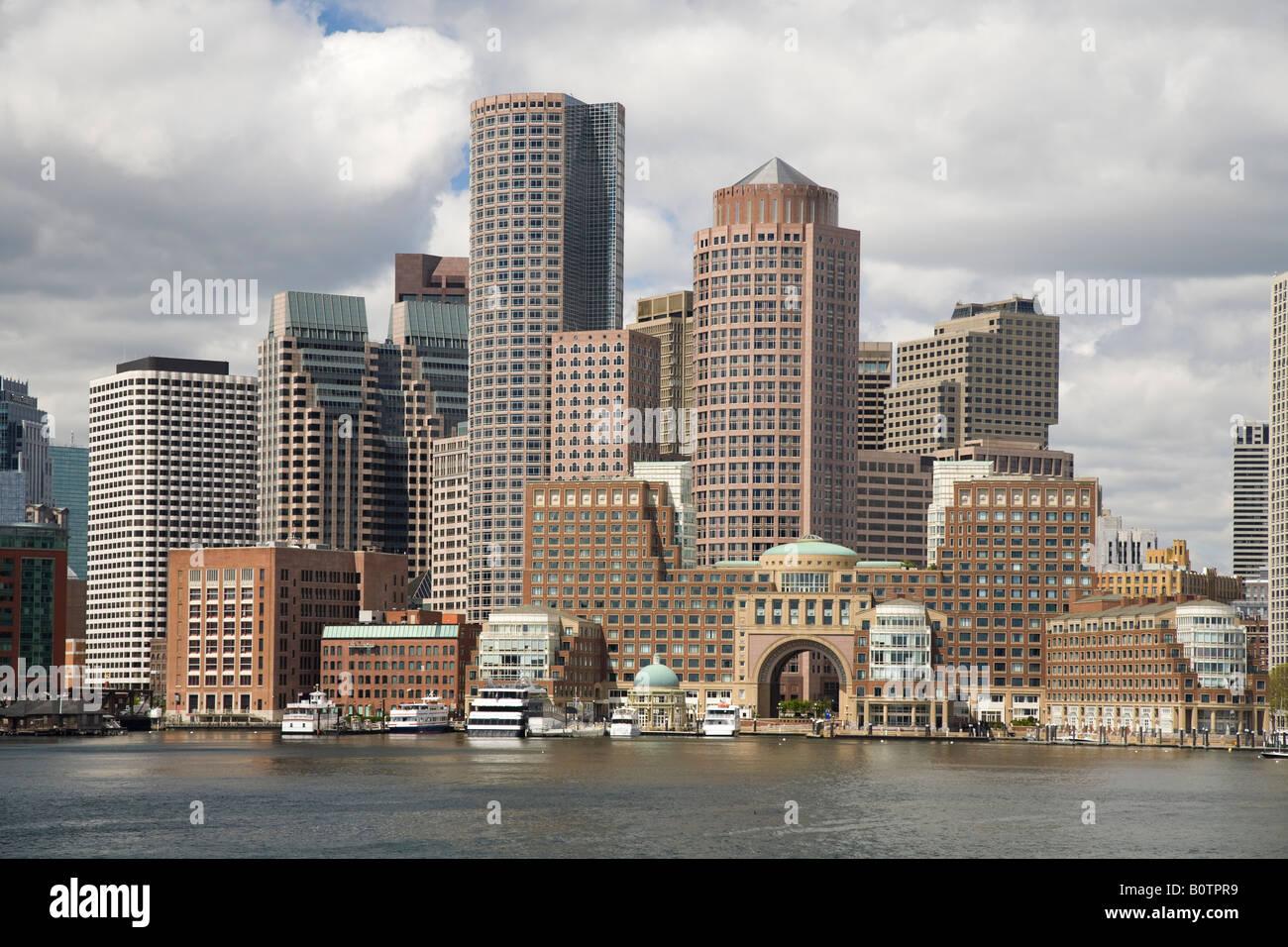 Skyline di Boston e il porto Immagini Stock