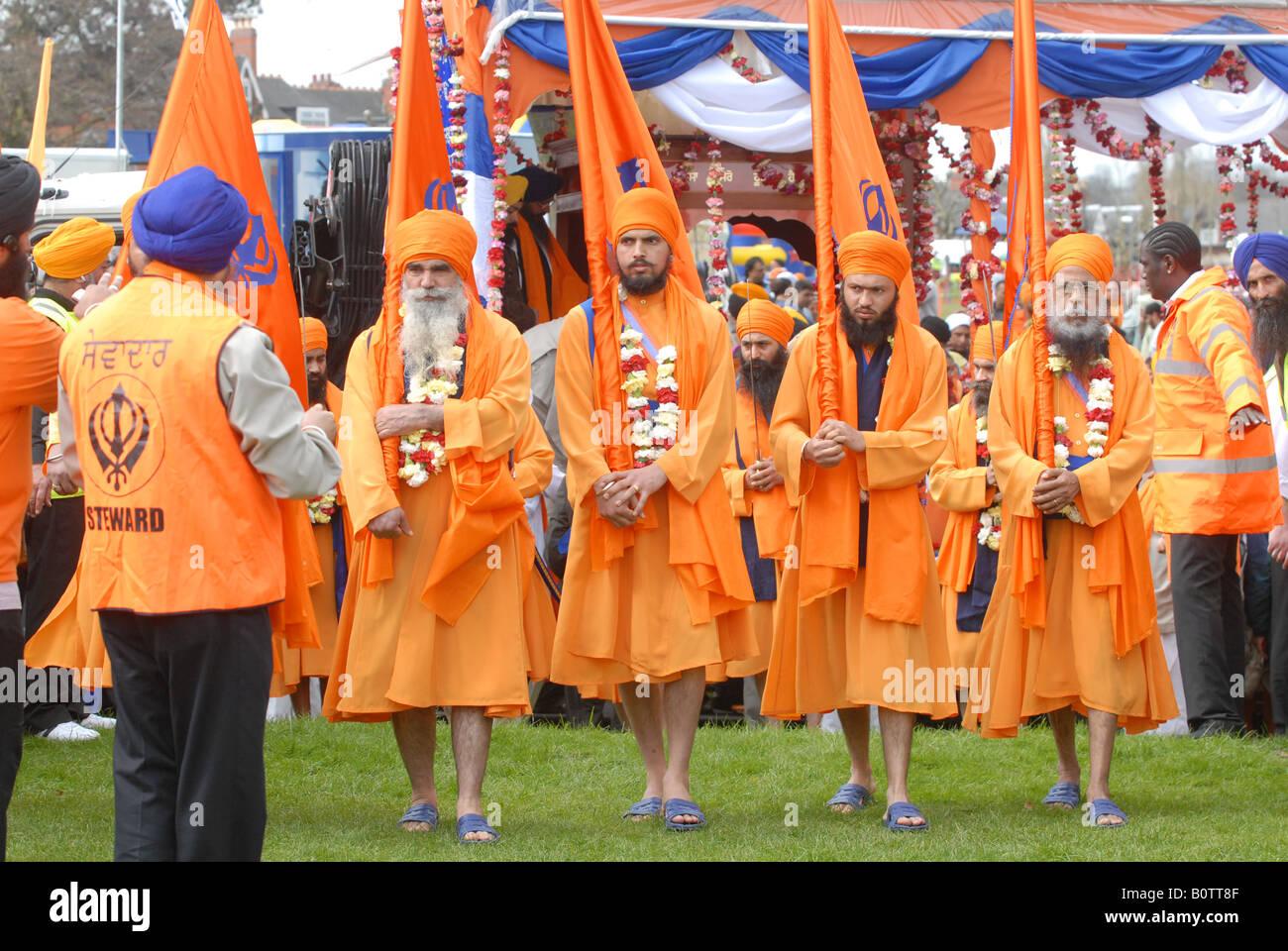 Vaisakhi parade leader religiosi in Birmingham Immagini Stock