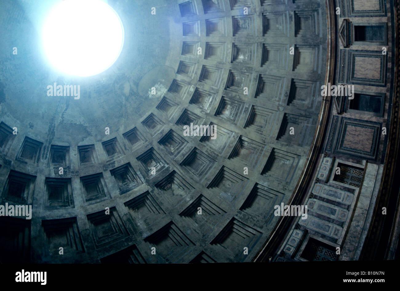 Pantheon cupola interno 25 BC Roma Immagini Stock