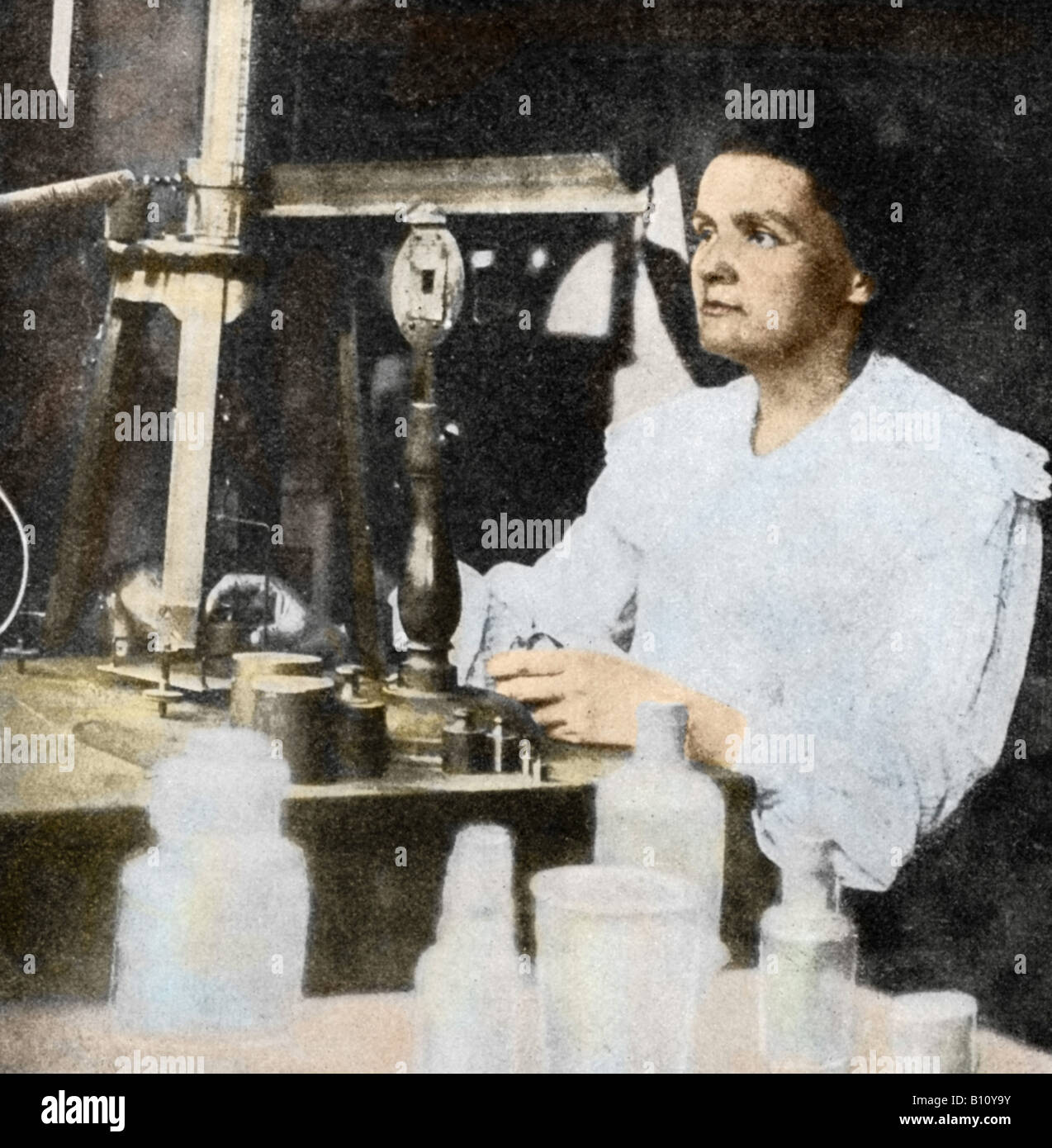 Le borse Marie Curie 1867 - 1934 Polacco fisico francese nel suo laboratorio. Con suo marito Pierre ha isolato di Immagini Stock